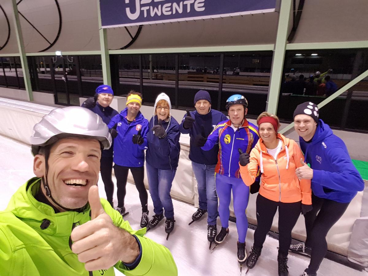 """Schaatsclinic """"Skeuvel'n op 't ies"""" met Gianni Romme IJsbaan Twente Enschede"""